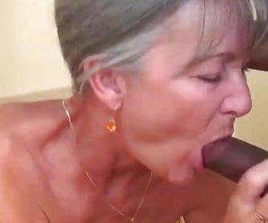 Musta BBW äidit porno